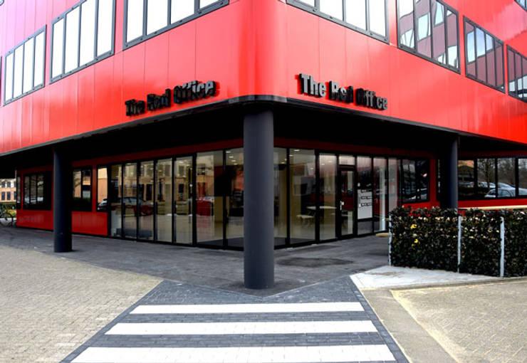 Entree kantoorgebouw Hoofddorp:  Kantoor- & winkelruimten door By Lenny, Modern