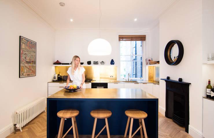 Cocinas de estilo  de Bradley Van Der Straeten Architects, Moderno