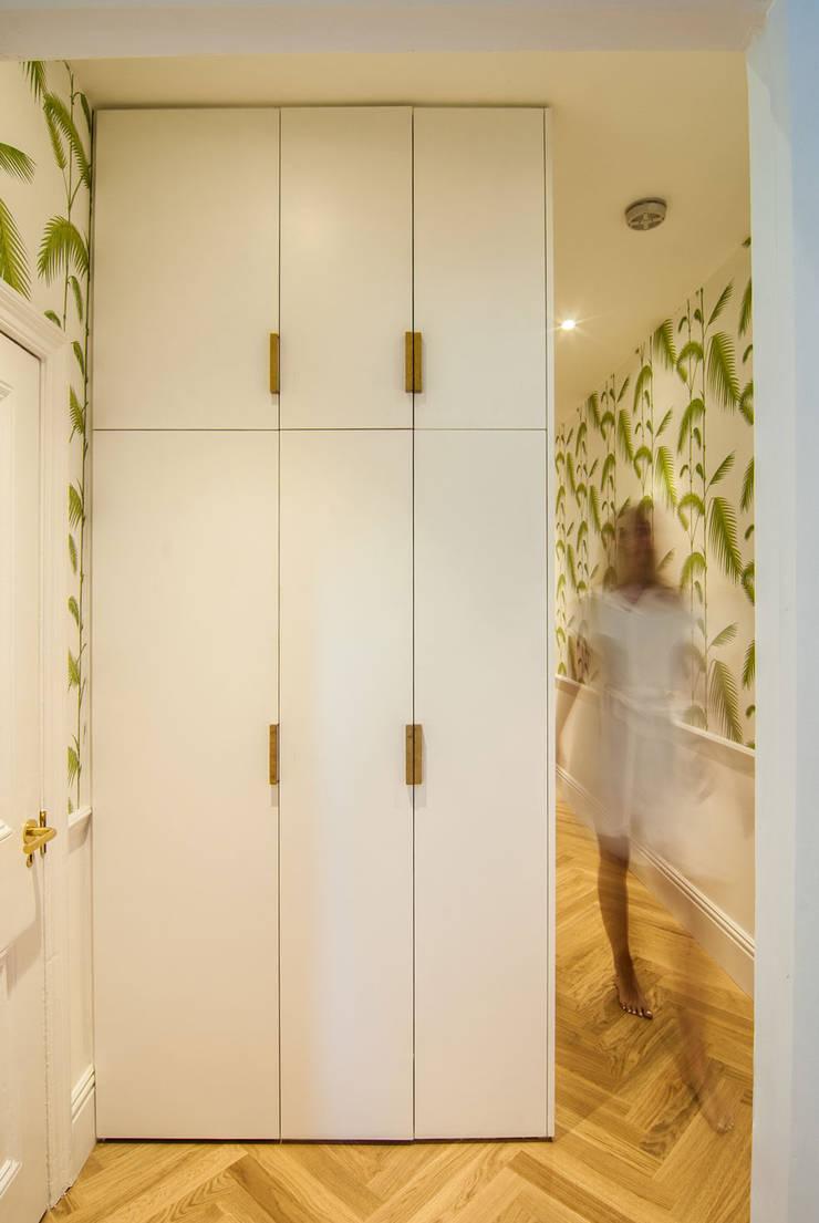 Pasillos y vestíbulos de estilo  de Bradley Van Der Straeten Architects, Moderno