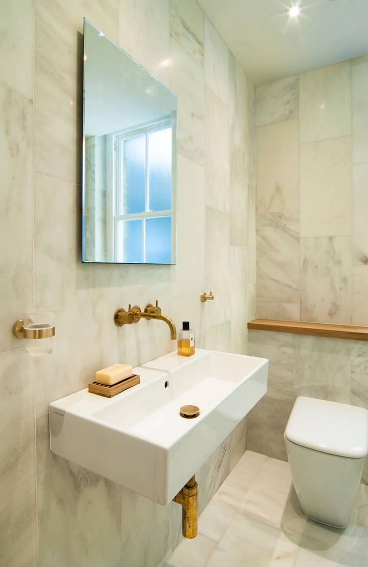 Baños de estilo  de Bradley Van Der Straeten Architects, Moderno