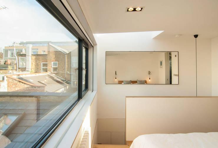 LONDON FIELDS LOFT: modern Bedroom by Bradley Van Der Straeten Architects