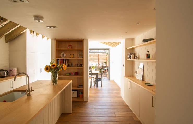Cocinas de estilo  de Bradley Van Der Straeten Architects, Moderno Madera Acabado en madera