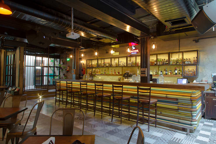 S Cafe Rustic Design:  Gastronomy by Praxis Design & Building Solutions Pvt Ltd,Rustic Wood Wood effect
