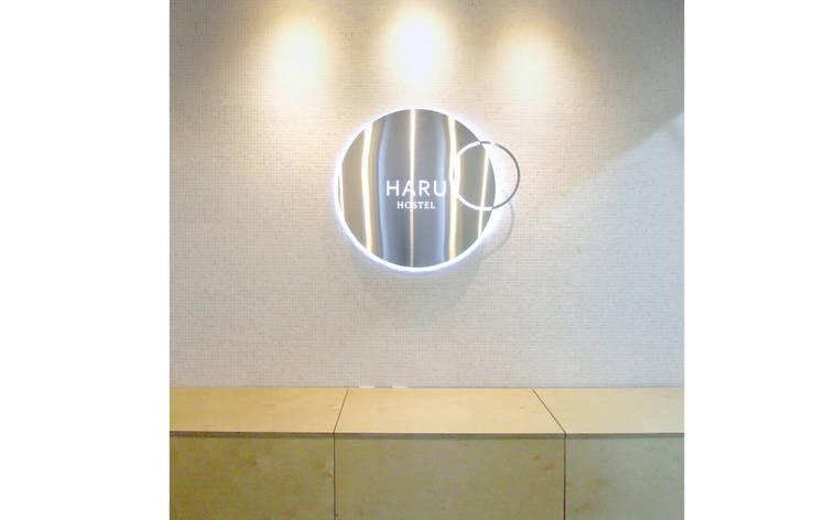 Haru Hostel : 디자인 스튜디오 파브의  거실