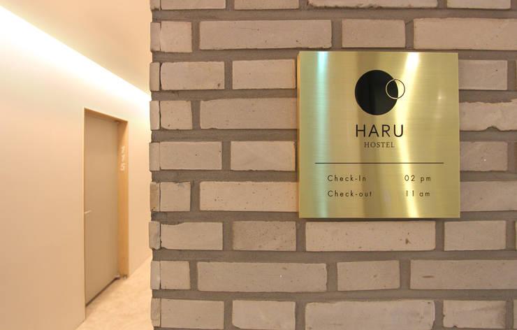 Haru Hostel : 디자인 스튜디오 파브의  주택