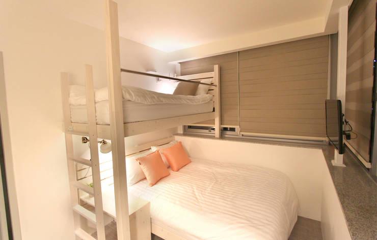 Haru Hostel : 디자인 스튜디오 파브의  침실