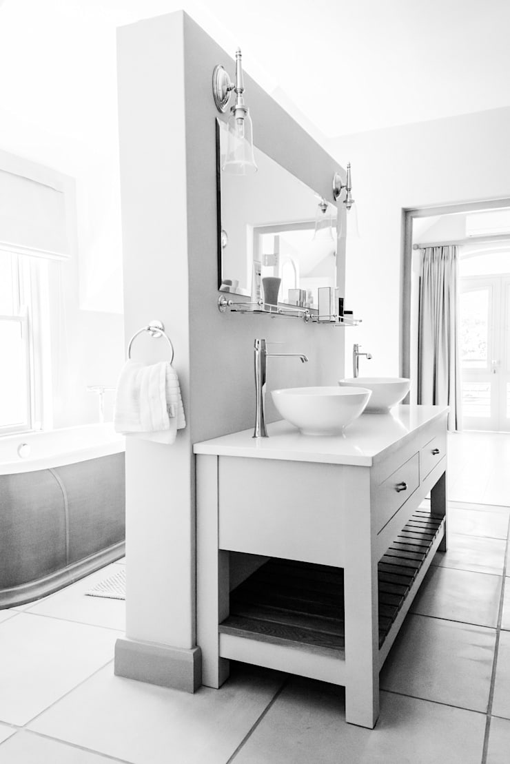 Bathroom:  Bathroom by Tim Ziehl Architects, Country