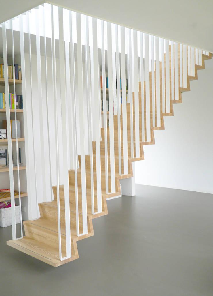 Z-trap:  Gang en hal door Joyce Flendrie | Interieur & Design, Modern IJzer / Staal