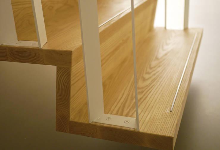 Z-trap detail:  Gang en hal door Joyce Flendrie | Interieur & Design, Modern