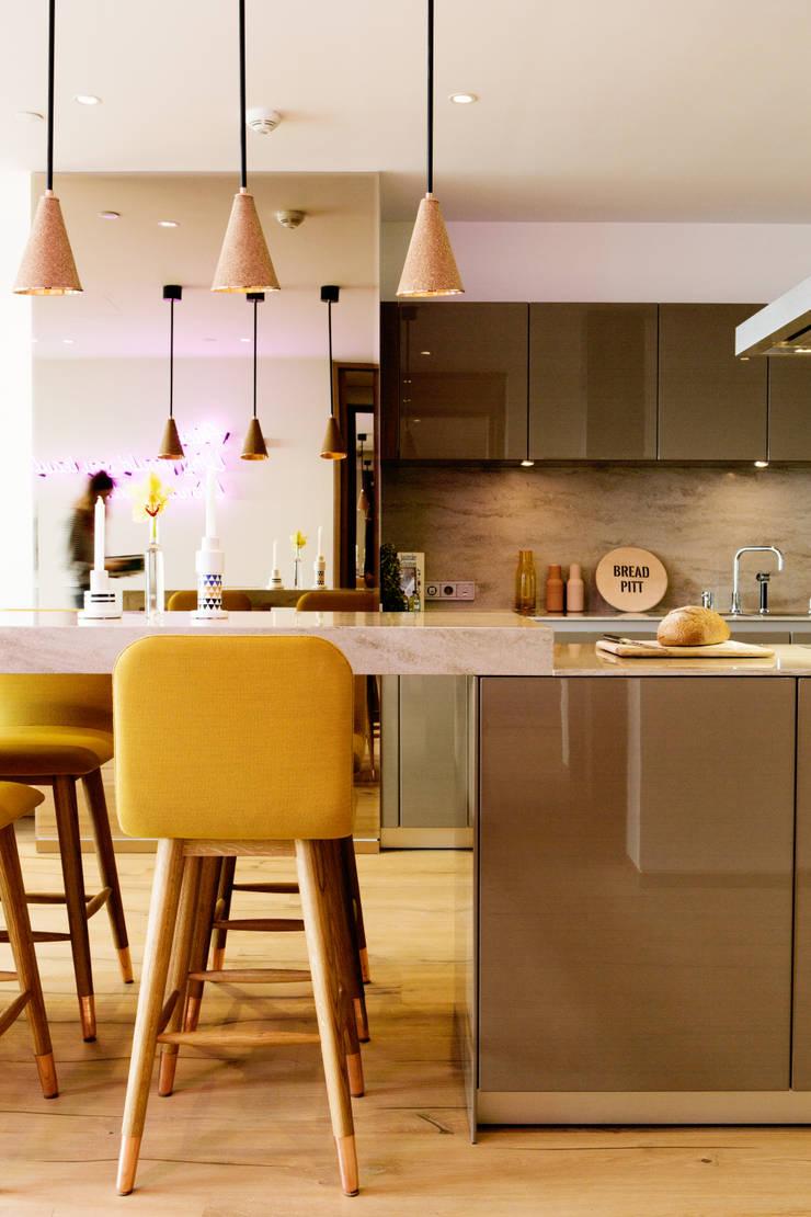 modern Kitchen by MERVE KAHRAMAN PRODUCTS & INTERIORS