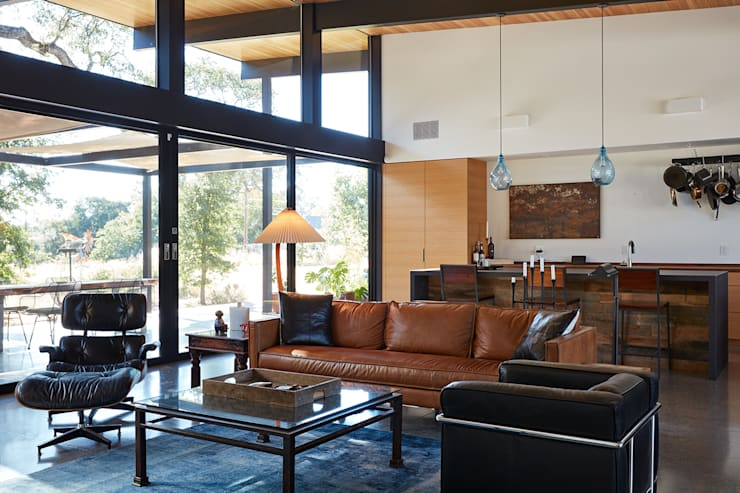 Sacramento Modern Residence by Klopf Architecture: modern Living room by Klopf Architecture