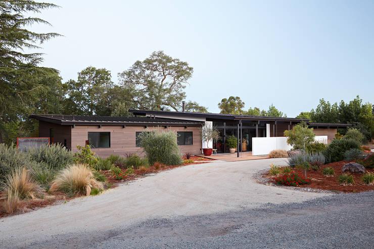 Sacramento Modern Residence by Klopf Architecture:  Houses by Klopf Architecture