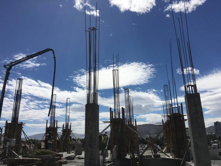 CONSTRUCCION TORRE DE DEPARTAMENTOS : Espacios comerciales de estilo  por NACIONAL DE CONCRETO ARQUITECTURA Y EDIFICACION