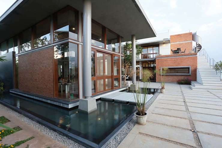 Shah Residence: asian Houses by STUDIO MOTLEY