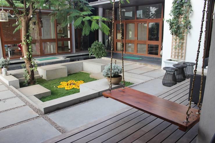 Jardines de estilo asiático por STUDIO MOTLEY