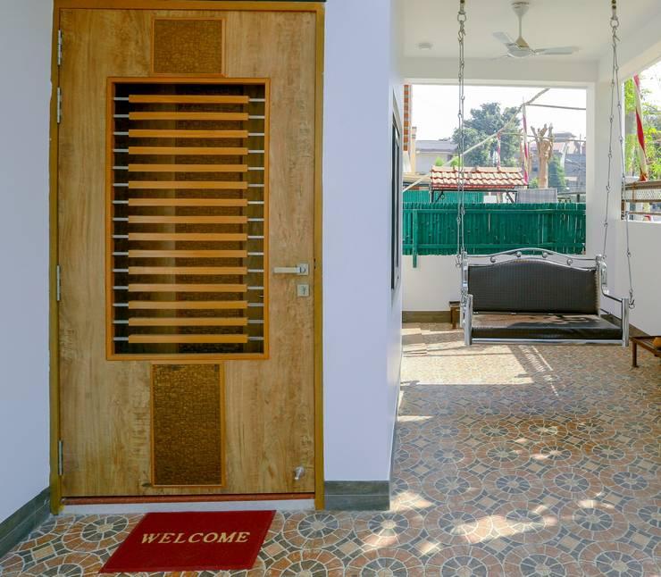 Pasillos, vestíbulos y escaleras de estilo moderno de ZEAL Arch Designs Moderno