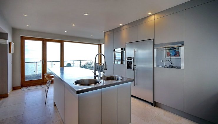 Sea Views are still the main focus Modern kitchen by ADORNAS KITCHENS Modern Wood Wood effect