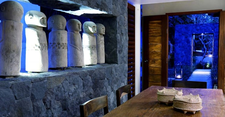 Lava stone wall in Villa in Ubud:  Walls & flooring by Resort The Purist Villas Bali