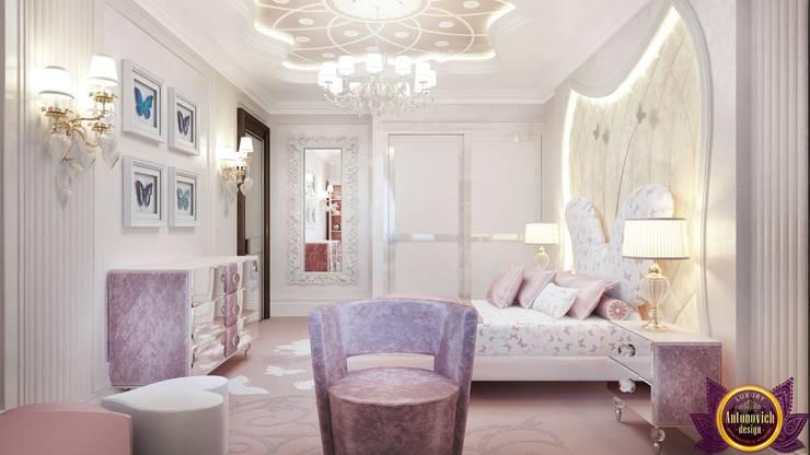   Kids bedroom interior design by Katrina Antonovich:  Bedroom by Luxury Antonovich Design