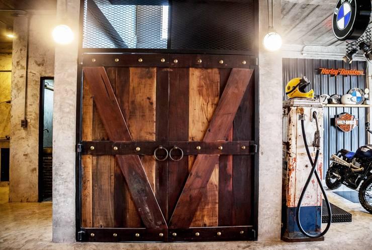 งานรีโนเวท ตกแต่ง บ้านเดี่ยว Style Loft & Industrial:   by บริษัท เน็กซ์โฮมพัฒนา จำกัด