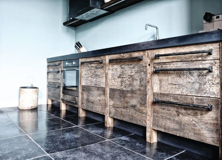 Industriële keuken Zundert:  Keuken door RestyleXL