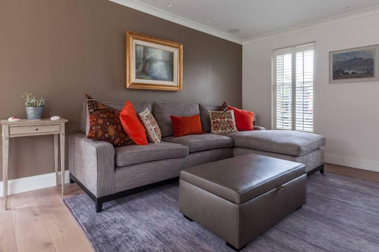 غرفة المعيشة تنفيذ Mark Taylor Design Ltd