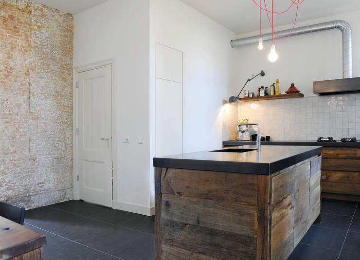 Eiken keuken Dordrecht:  Keuken door RestyleXL, Modern