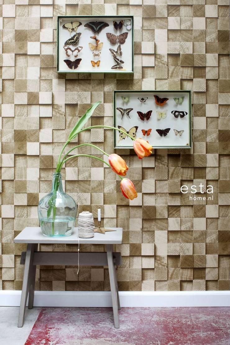 vliesbehang stukjes hout donker beige:  Muren & vloeren door ESTAhome.nl