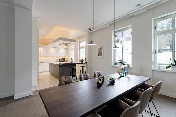 Offene Räume: moderne Esszimmer von Klocke Möbelwerkstätte GmbH