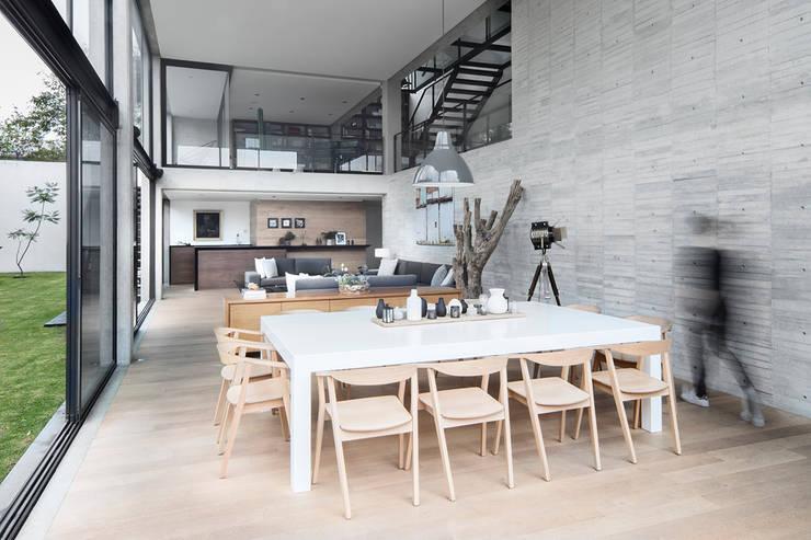 Casa 3:2: Comedores de estilo  por Método Arquitectos