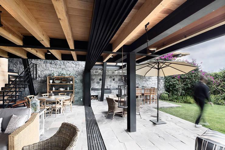 Patios by Método Arquitectos