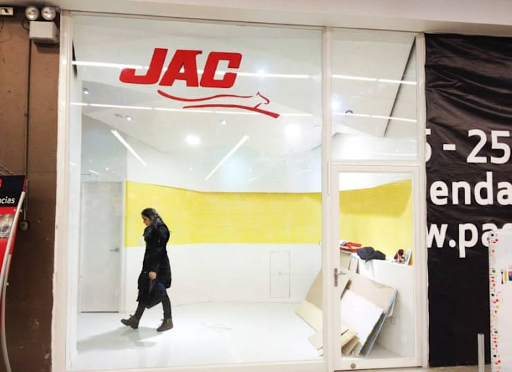 Local Buses JAC:  de estilo  por Cordova Arquitectura y Construcción .
