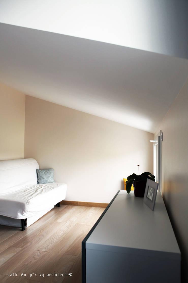 Sur-élévation maison BC: Bureau de style  par yg-architecte