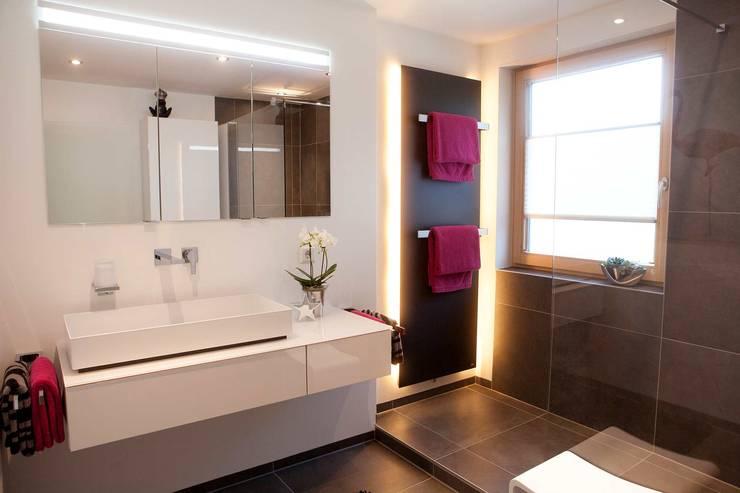 badezimmer grau wei, edles bad grau-weiß gestaltet - vitus könig gmbh & co. kg. von, Design ideen