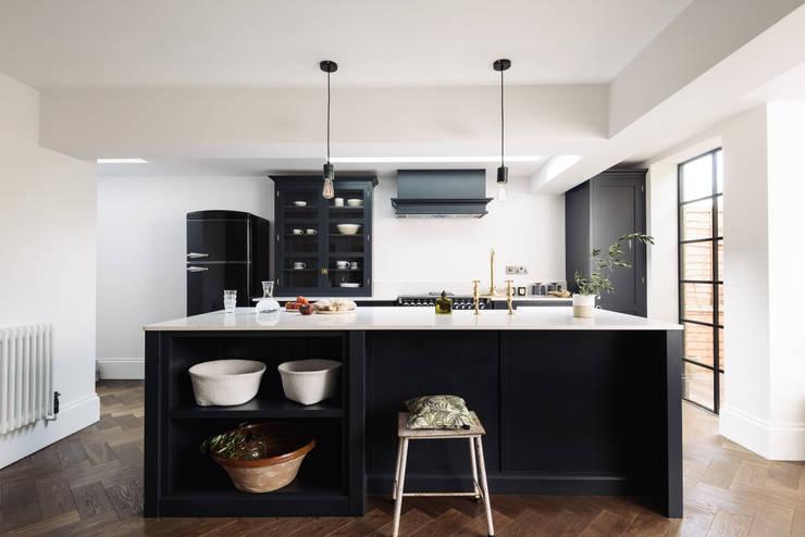 Cocinas de estilo industrial por deVOL Kitchens