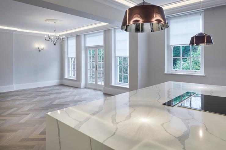 Marble Worktop in Black Kitchen:  Kitchen by Jigsaw Interior Architecture