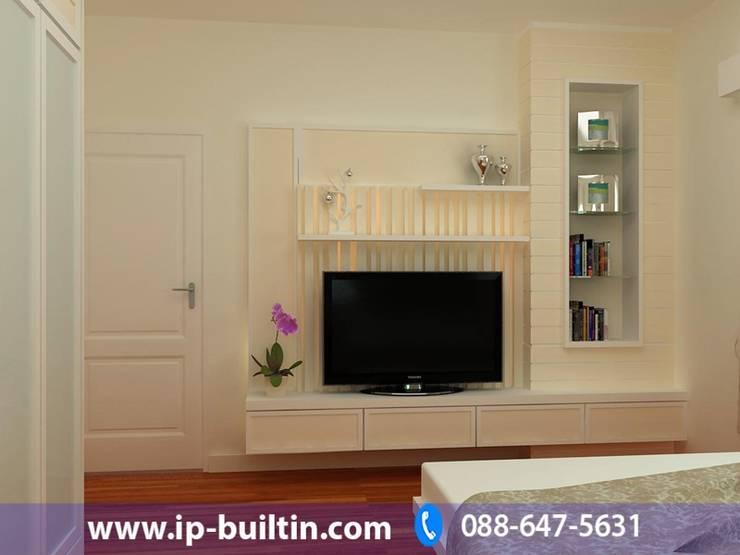 ตกแต่งภายใน  บ้าน มัณฑณา ห้องนอน มุมทีวี:   by IP BUILT IN