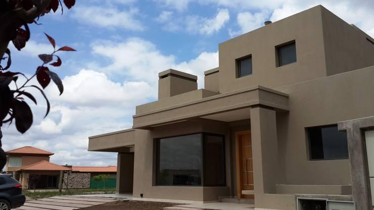 CASA BARRIO RINCON DE TERRADA. DRUMMOND. MENDOZA: Casas de estilo  por CIVIT & GUTIERREZ  - arquitectura