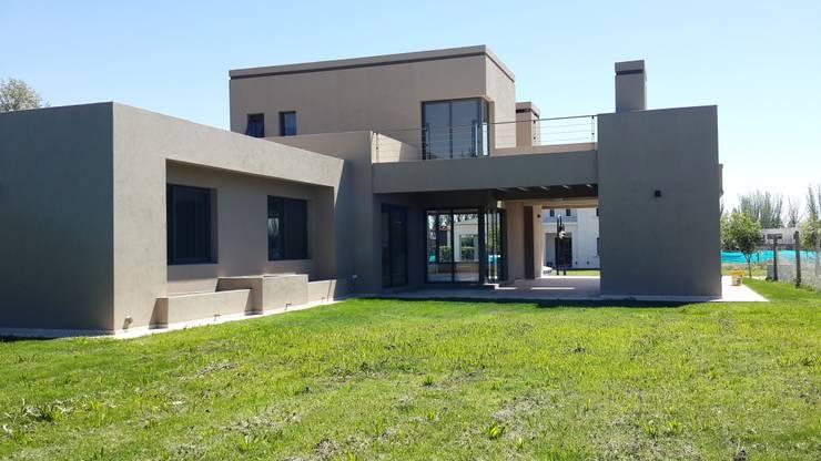 CASA BARRIO RINCON DE TERRADA. DRUMMOND. MENDOZA: Casas de estilo  por CIVIT & GUTIERREZ  - arquitectura,
