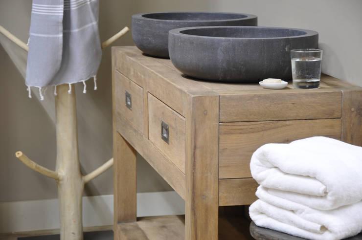 Eiken badkamermeubel:  Badkamer door RestyleXL,
