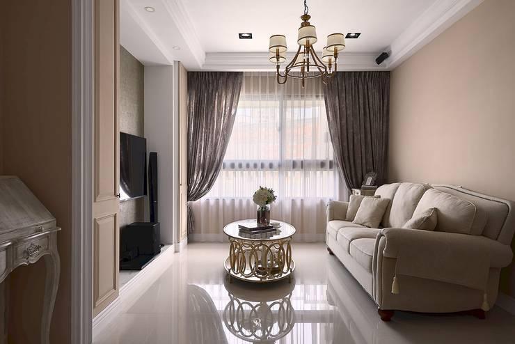 M.Maisonnette:  客廳 by 理絲室內設計有限公司 Ris Interior Design Co., Ltd.