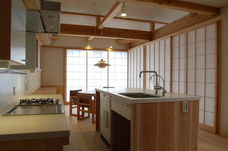 まちの家: 田村建築設計工房が手掛けたキッチンです。