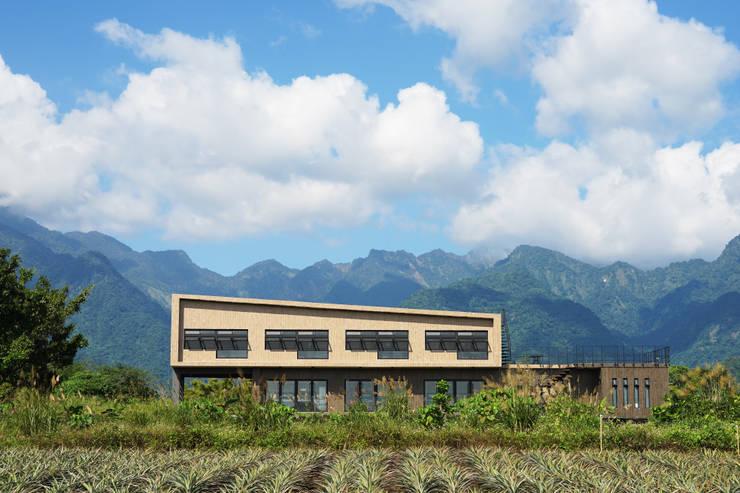 Projekty, rustykalne Domy zaprojektowane przez 築里館空間設計