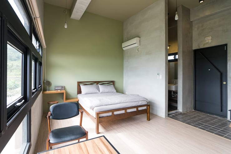 三野高台:  臥室 by 築里館空間設計