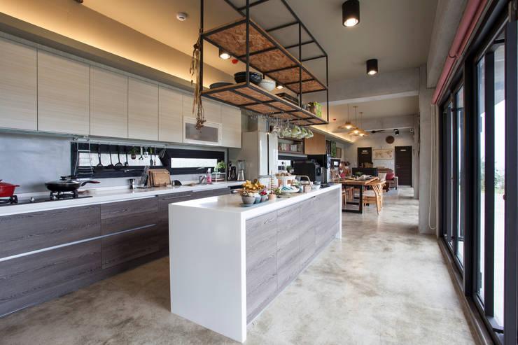 Projekty,  Kuchnia zaprojektowane przez 築里館空間設計