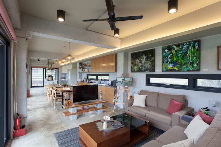 Living room by 築里館空間設計