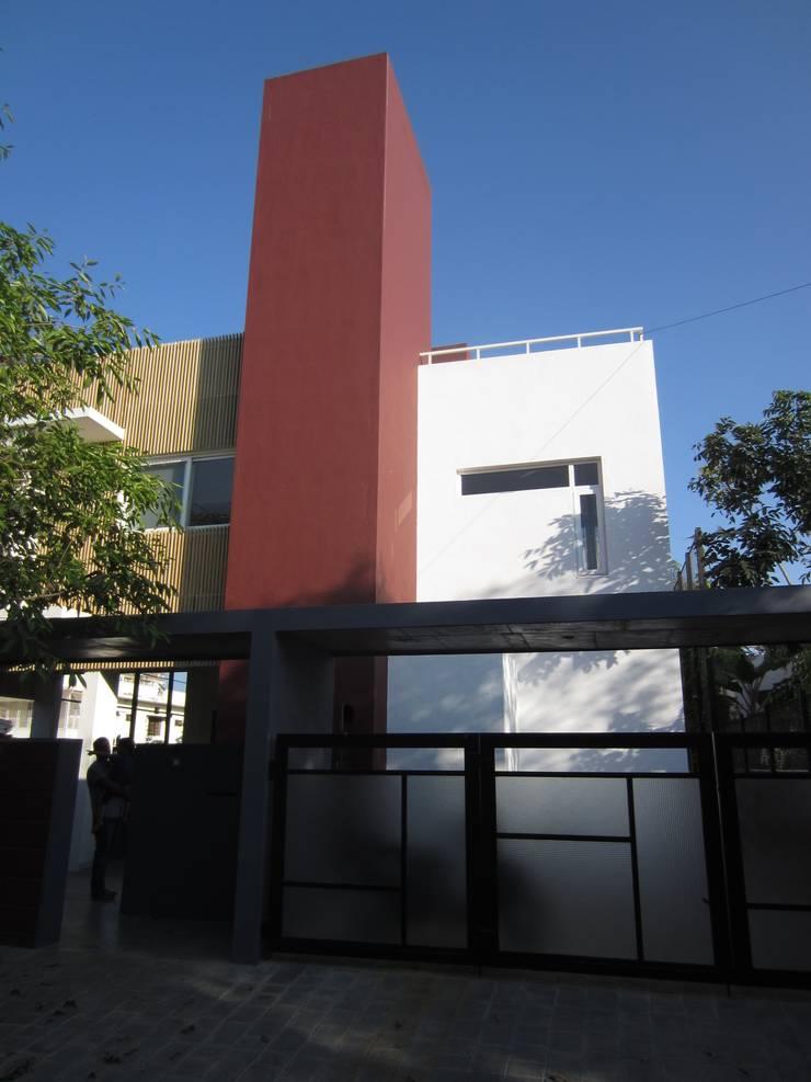 BYSANI RESIDENCE, BANGALORE:  Houses by Parikshit Dalal Design + Architecture,Modern
