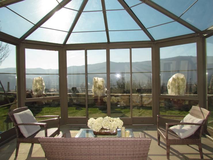 Serra solare: Giardino d'inverno in stile  di Studio Tecnico Progettisti Associati Ing. Marani Marco & Arch. Dei Claudia