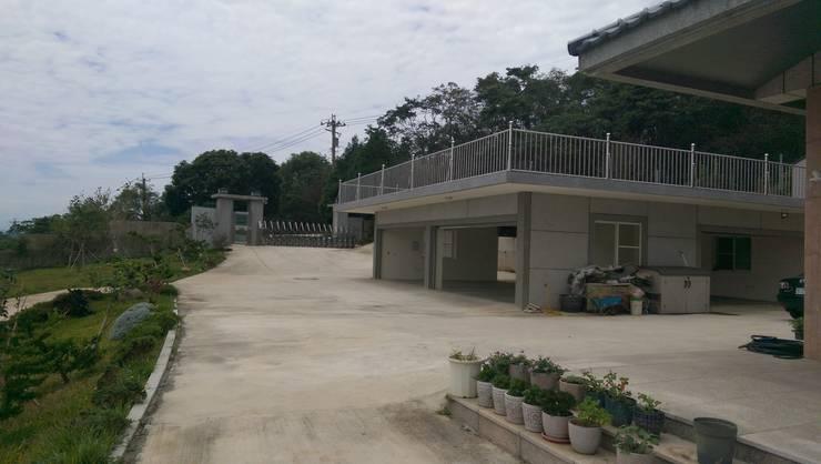 Garage/shed by 寶樹堂營造工程, Country