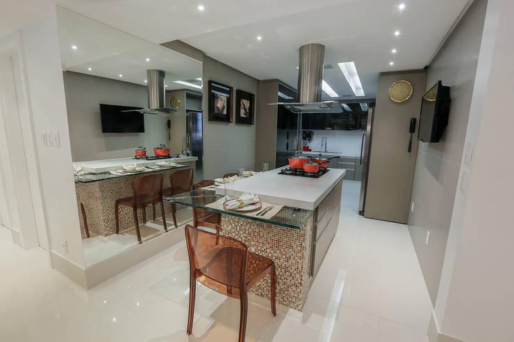 مطبخ تنفيذ Carolina Fontes Arquitetura